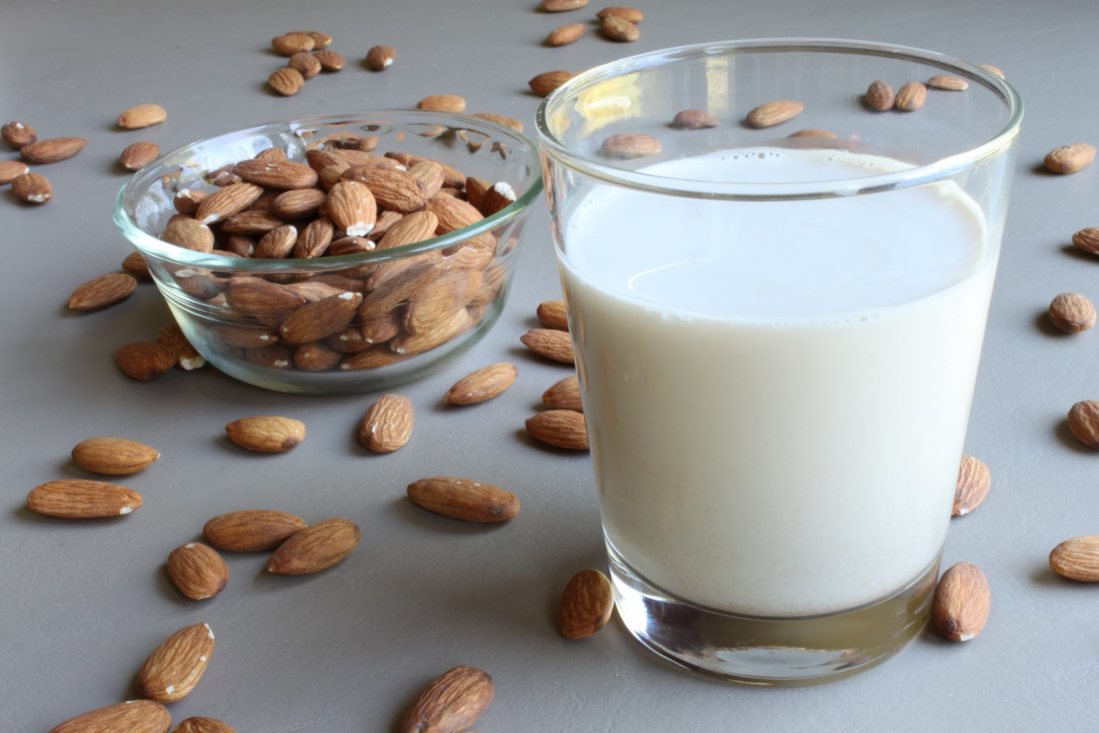 Almonds-Milk-Nutrition-Facts