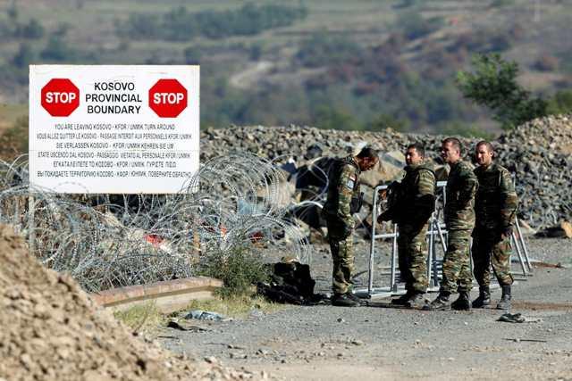 Kosovo Force (KFOR) soldiers from Armenia stand at the closed Serbia-Kosovo border crossing of Jarinje September 28, 2011. At least 16 Kosovo Serbs and four NATO troops were injured in clashes at a disputed Kosovo-Serbian border crossing on Tuesday, NATO officials and local authorities said.   REUTERS/Marko Djurica (KOSOVO - Tags: CIVIL UNREST POLITICS MILITARY)