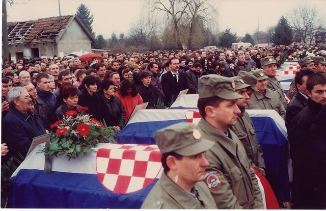 31. siječanj 1998. godine., pokop 53 mještana Tovarnika