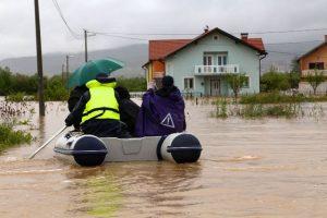 doboj poplava poplavljen srbi nož žica srebrenica