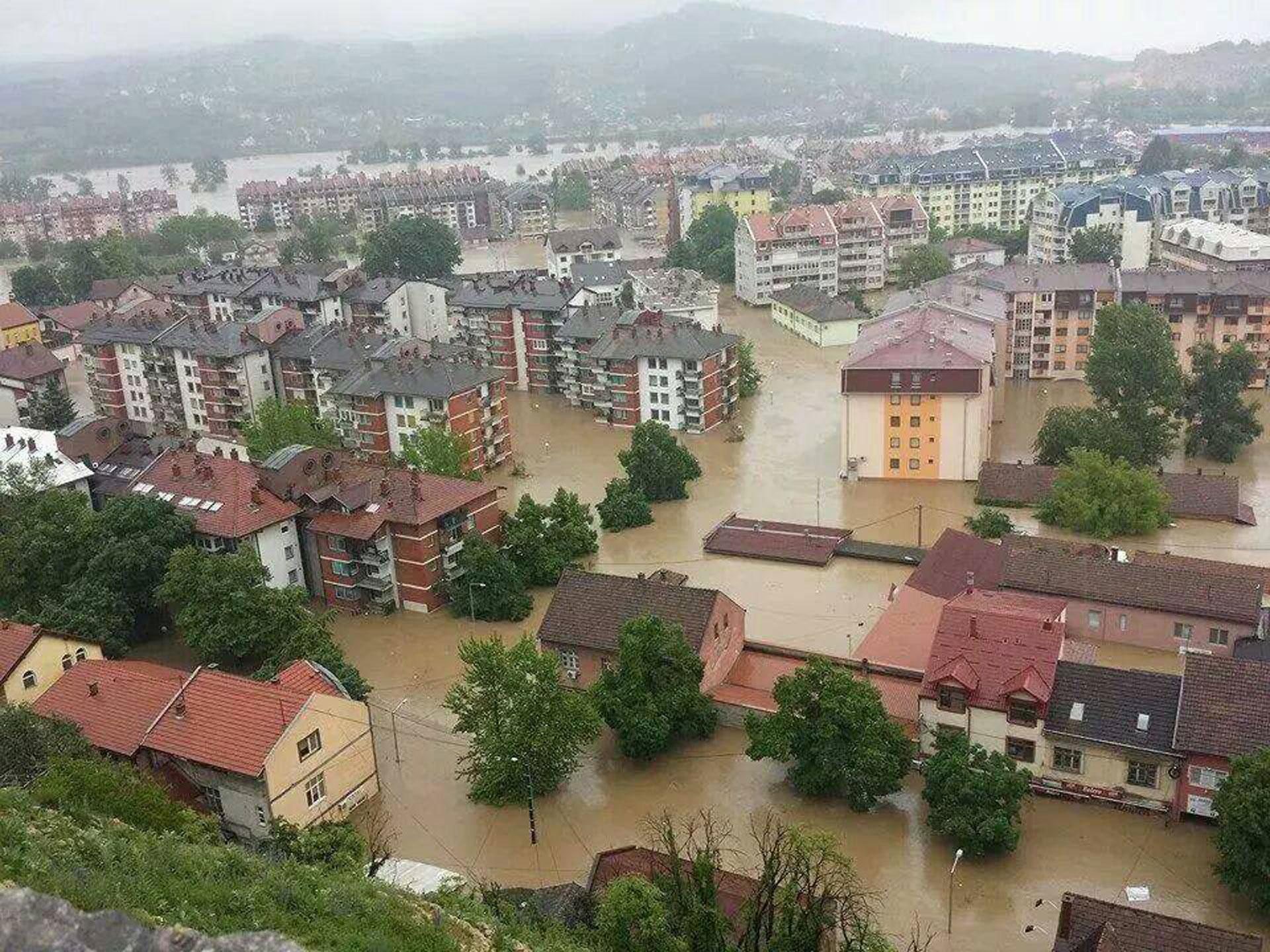 upozorenje-poplave-nose-potencijalnu-opasnost-sirenja-zarazni-bolesti_1400160211