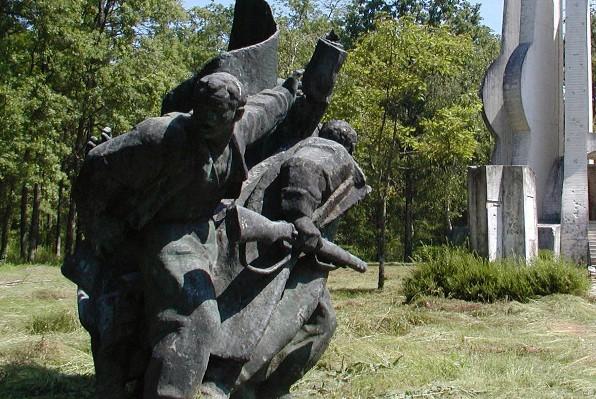partizanski spomenik šuma brezovica ustanak partizani zločinci