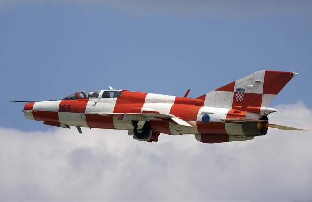 Croatian_Air_Force_Mikoyan-Gurevich_MiG-21UMD_Lofting-1