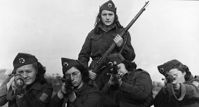 prije 73 godine - Časna sestra Žarka Ivasić strijeljana je kao 'narodni neprijatelj' Photo-svet-evropa-drugi_svetski_rat-partizanke_u_248875474
