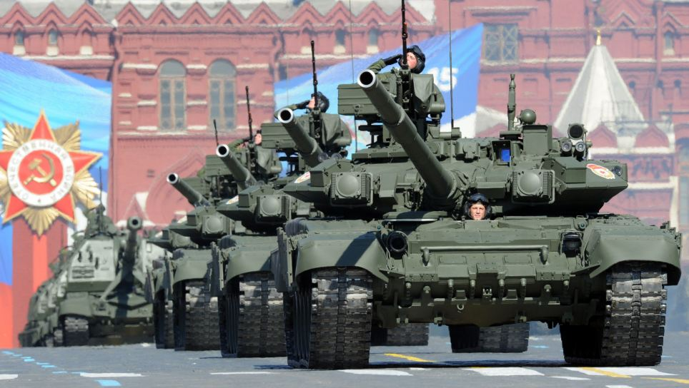 A column of Russia's T-90 tanks rolls at Kremlin