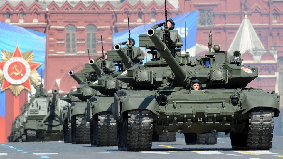 A column of Russia's T-90 tanks rolls at Kremlin