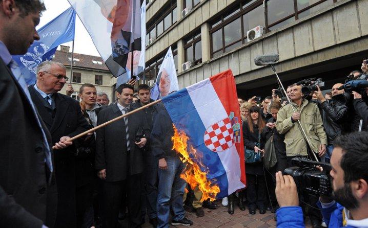 vučić vojislav šešelj paljenje hrvatske zastave
