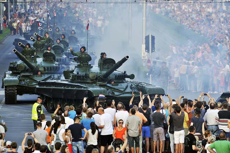 mimohod hrvatske vojske fotogalerija