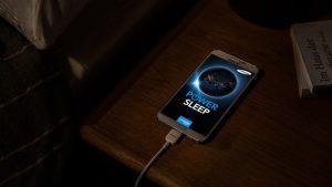 baterija, mobitel, punjenje, noć